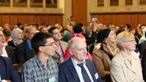 """مشاركات ومشاركون في مؤتمر """"آفاق الدين الإسلامي..الفقه والأصول والعقيدة"""" 2014. Foto: Institut für Studien der Kultur und Religion des Islam/Goethe-Universität Frankfurt"""