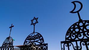 صورة رمزية عن الإسلام واليهودية والمسيحية. Foto: picture-alliance/Godong
