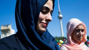 مسلمتان في برلين. Getty Images