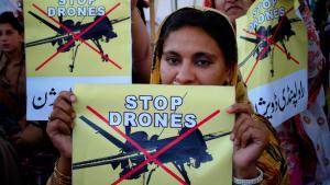 احتجاجات في باكستان على استخدام الطائرات بلا طيار الأمريكية.  Foto: picture-alliance/AP