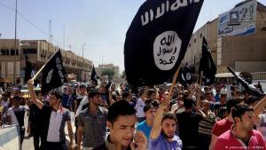 أتباع الدولة الإسلامية في الموصل. Foto: AP/picture-alliance