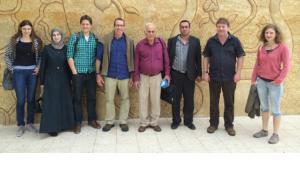البرفيسور يورغ كودلا (الثاني من اليمين) مع فريق البحث العلمي في الاجتماع الافتتاحي في مدينة بيت جالا الفلسطينية الواقعة بين القدس وبيت لحم. Foto: WWU