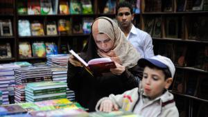 قُراء في معرض القاهرة الدولي للكتاب.  (photo: imago/Xinhua)