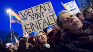 مظاهرات احتجاجية في مدينة كولونيا غرب ألمانيا ضد حركة بيغيدا المعادية للأجاتب والإسلام. Foto: picture-alliance/dpa/M. Hitij
