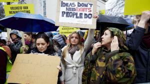 مظاهرات احتجاجية في هولندا تطالب بإطلاق سراح رائف بدوي 15 / 01 / 2015.  (photo: Martijn Beekman/AFP/Getty Images)