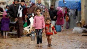 """مخيمات اللاجئين ممتلئة بملايين السوريين الفارين من بطش النظام ونيران """"داعش""""."""