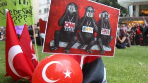احتجاجات في اسطنبول ضد الرقابة الصحفية. Foto: picture-alliance/AP Photo