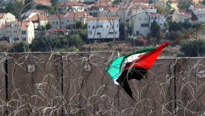 علم فلسطيني في بلدة نعلين الفلسطينية قرب رام الله. Foto: picture-alliance/dpa