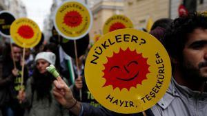 مناوئون للطاقة النووية في اسطنبول.  Foto: Reuters
