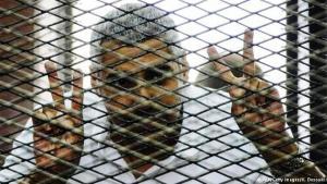 بعد سنة كاملة في السجن بتهمة دعم الإخوان المسلمين، أطلق سراح صحفي الجزيرة محمد فهمي بكفالة مالية بعدما خيرته سلطات بلده بين جنسيته المصرية وبين حريته.