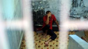 أفراد من الجيش السوري الحر في أحد السجون في حلب. Foto: picture alliance/abaca