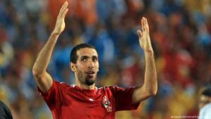 نجم كرة القدم المصرية محمد أبو تريكة في لندن 2012. رويترز