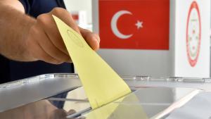صندوق اقتراع تركي في مدينة كارلسروه الألمانية في انتخابات 2014 الرئاسية 31 / 07 / 2014. (photo: Uli Deck/dpa)