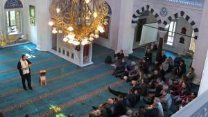 """مسجد الشهداء """"شهيتليك"""" في برلين. يوم المساجد المفتوحة في ألمانيا. Foto: Peter Zimmermann/picture-alliance"""
