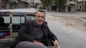 كريستوف رويتر خلال سفره في مناطق الحرب في حلب شمال سوريا. Foto: Christoph Reuter
