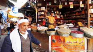 اليمنيون يحتفلون بشهر رمضان هذا العام رغم الحرب والدمار. هذه الحرب تركت بصمات وآثارا واضحة على حياتهم في هذا الشهر الكريم.