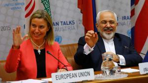 وزير الخارجية الإيراني ظريف ومسؤولة السياسة الخارجية للاتحاد الأوروبي موغيريني في مفاوضات فيينا. Foto: Reuters/L. Foeger