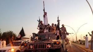 تنظيم الدولة الإسلامية وهو يسيطر عل الموصل عام 2014.  Foto: picture-alliance/AP