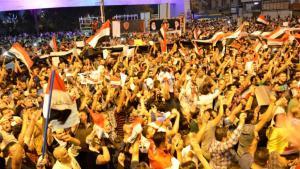 في درجة حرارة بلغت 50 درجة مئوية، خرج البغداديون يوم الجمعة السابع من آب / أغسطس 2015 في تظاهرة احتجاج انطلقت مساء بسبب شدة الحرارة. الأمر الذي اتفق عليه كثير من المتظاهرين هو المطالبة بعودة التيار الكهربائي الذي انقطع عن العراقيين منذ التغيير عام 2003 ، فيما لا يعاني اقليم كردستان من هذه المشكلة والتيار الكهربائي شبه طبيعي فيه.