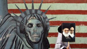 رسم جداري ضد أمريكا عند موقع السفارة الأمريكية سابقا في طهران. Foto: picture-alliance/dpa