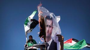 فلسطينيون يحرقون صورة للأسد ; Foto: picture-alliance/dpa