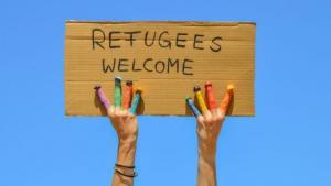 """لوحة مكتوب عليها """"أهلا باللاجئين"""". Quelle: fotolia.com"""