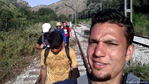 """يورو واحد!: """"عندما وصلنا إلى الحدود بين اليونان ومقدونيا، لم يُسمح لنا بالحجز على قطار أو حافلة، ما اضطرنا للمشي 25 ساعة كاملة بين الغابات وفي ظل خطر قطاع الطرق الذين يسلبون اللاجئين حتى صربيا. بعد الـ25 ساعة صادفنا قطاراً محملاً باللاجئين، وعندما أبدينا دهشتنا، قالوا لنا إنهم دفعوا يورو واحد إضافي لموظف المحطة (رشوة) كي يحجز لهم تذكرة!"""