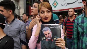 مظاهرة من أجل الجنرال قاسم سليماني في مشهد.  Foto: SNN.ir