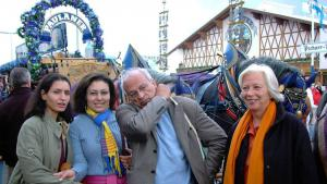 منصورة عز الدين مع جمال الغيطاني وكريستسن ومجدي الجوهري في مهرجان البيرة في ميونيخ