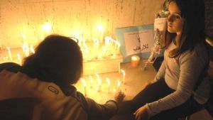مغاربة في الرباط يعبرون عن تضامنهم مع باريس. Foto: picture-alliance/dpa/A. Senna