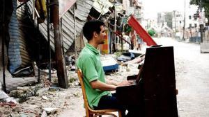 عازف البيانو الفلسطيني أيهم أحمد - ذكريات حصار مخيم اليرموك في سوريا. Foto: Johannes-Wasmuth-Gesellschaft e.V./Niraz Saied