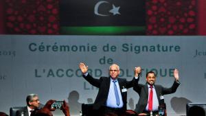 توقيع الاتفاق الليبي، الذي تم توقيعه في مدينة الصخيرات المغربية الساحلية بين الأطراف الليبية المتحاربة. Foto: imago/Xinhua