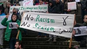 سوريون ينددون بالتحرش الجنسي بمدينة كولونيا في ألمانيا. Foto: DW