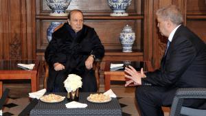 الرئيس الجزائري المريض بوتفليقة يستقبل رئيس أركان الجيش الجزائري الفريق أحمد قايد صالح. Foto: AFP/Getty Images