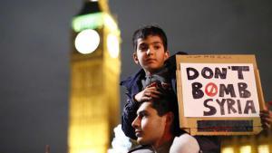 نشطاء يحتجون في لندن ضد الهجمات الجوية الروسية في الصراع السوري. Foto: picture-alliance