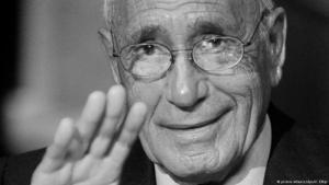 وفاة الكاتب الصحفي والمؤرخ المصري الشهير محمد حسنين عن عمر يناهز 93 عامًا