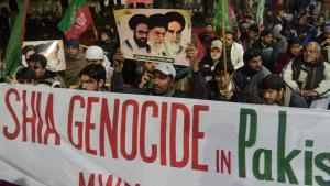 احتجاجات مسلمين شيعة في باكستان بعد هجوم في لاهور في يناير 2014 قُتِل فيه 24 شخصاً من الحجاج الشيعة. Foto: AFP/Getty Images