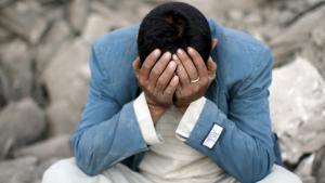 ;   جندي في اليمن يبكي بعد غارة جوية للتحالف الذي تقوده السعودية Foto: Reuters/M. al-Sayaghi