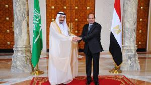 سلمان والسيسي في القاهرة. Foto: picture-alliance/dpa/Egyptian Presidency