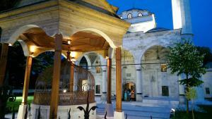 مسجد الفرهادية بناه الوالي فرهاد باشا سوكولوفيتش عام 1579 في وسط مدينة بانيا لوكا في البوسنة والهرسك. Foto: DW/D. Maksimovic