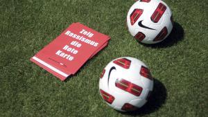 بطاقة حمراء في حملة ضد العنصرية. Foto: picture-alliance/dpa/Fredrik von Erichsen