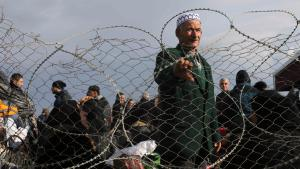 فلسطيني يننظر عند معبر رفح. Foto: Reuters/I.A. Mustafa