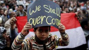 صبي مصري في مظاهرة في عام 2011 ضد نظام مبارك في ميدان التحرير في القاهرة. Foto: AP