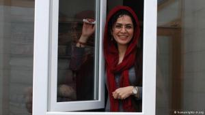 تعد الحقوقية بهاره هدایت حلقة وصل بين الطلاب والحركة النسائية في إيران. فقد كانت رئيسة اللجنة النسائية لدعم الوحدة (OCU)، وهي منظمة طلابية طالبت بإصلاحات سياسية وقاومت التعدي على حقوق الإنسان. وفي عام 2010 اعتقلت بهاره هدایت بعد فترة وجيزة على زواجها وحكم عليها بالسجن لمدة تسع سنوات.
