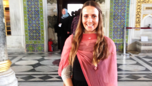 المؤلفة والمعلقة السياسية شيرين خانكان