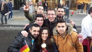 صورة رمزية للاجئين سوريين يعيشون ويتعلمون في مدينة آخن الألمانية. Foto: DW/A. Juma