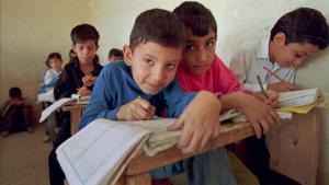 تلاميذ في إحدى مدارس بغداد الابتدائية.  Primary school children in Baghdad, 1995