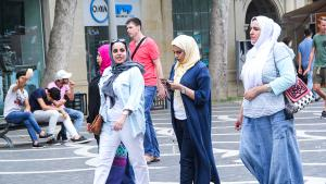 سائحات عربيات في أذربيجان. (photo: azvision.az)