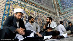 علماء دين شيعة في قُم الإيرانية. Foto: dpa/picture-alliance