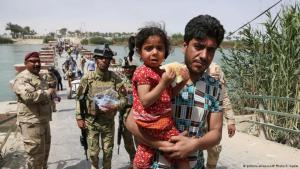 أسر سنية تهرب من القتال حول الموصل